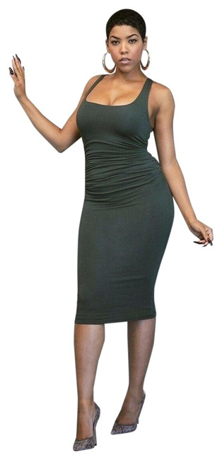 Item - Green Ruched Midi Mid-length Short Casual Dress Size 2 (XS)