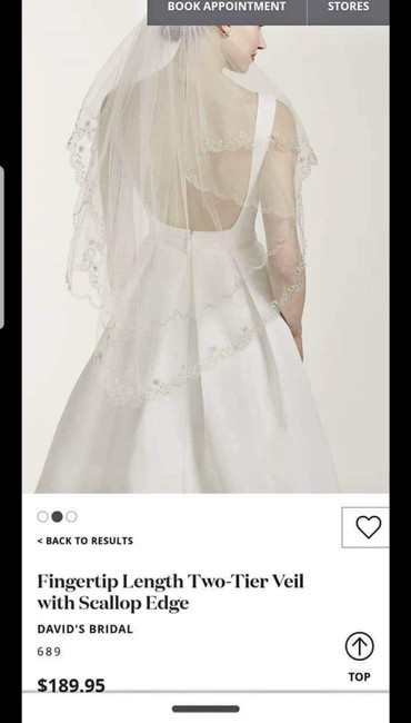 Item - White Medium Fingertip Length Two-tier with Scallop Edge Bridal Veil