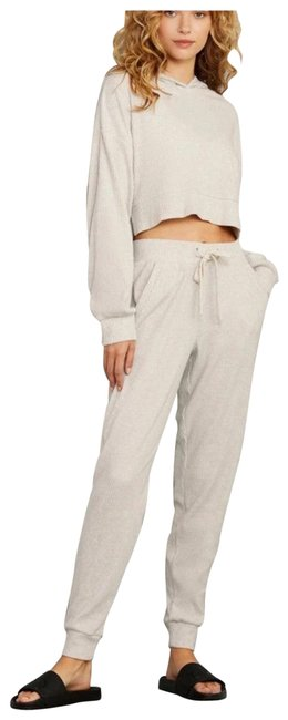 Item - Bone Muse Cropped and Sweatpants Set. Activewear Outerwear Size 8 (M)