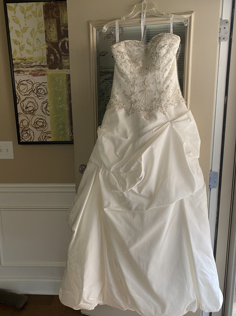 Item - White Satin Gown Formal Wedding Dress Size 8 (M)