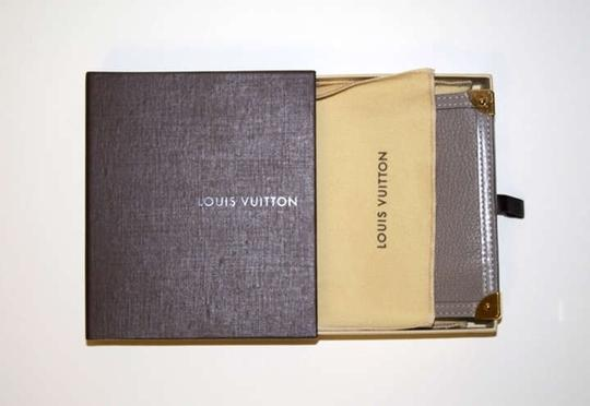 Louis Vuitton Goatskin Leather Poch Clef Lv Suhali Small Leather Goods Accessories Wristlet in Verone