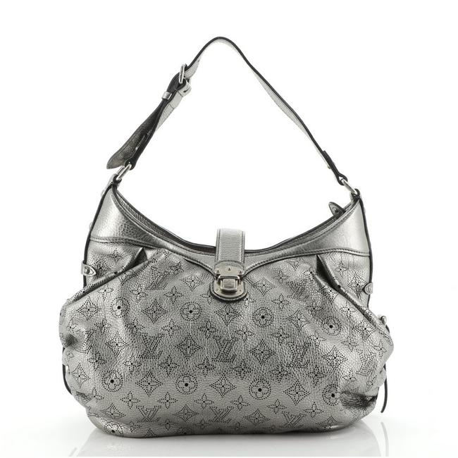 Item - Mahina XS Metallic Silver Leather Cross Body Bag