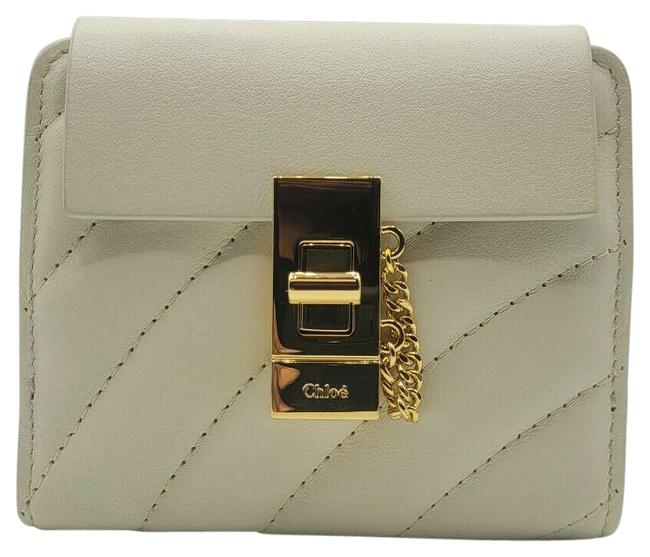 Item - Off White Quilted Leather Small with Gold Closure Chc18ap805a04119 Wallet