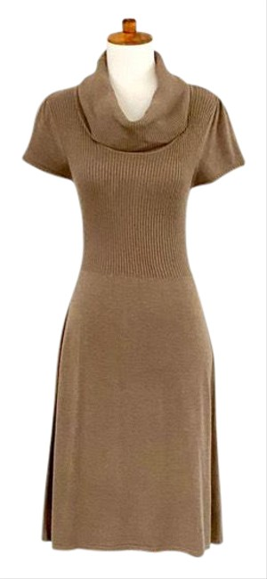 Item - Tan Short Sleeve Fit-flare Sweater Mid-length Work/Office Dress Size 8 (M)