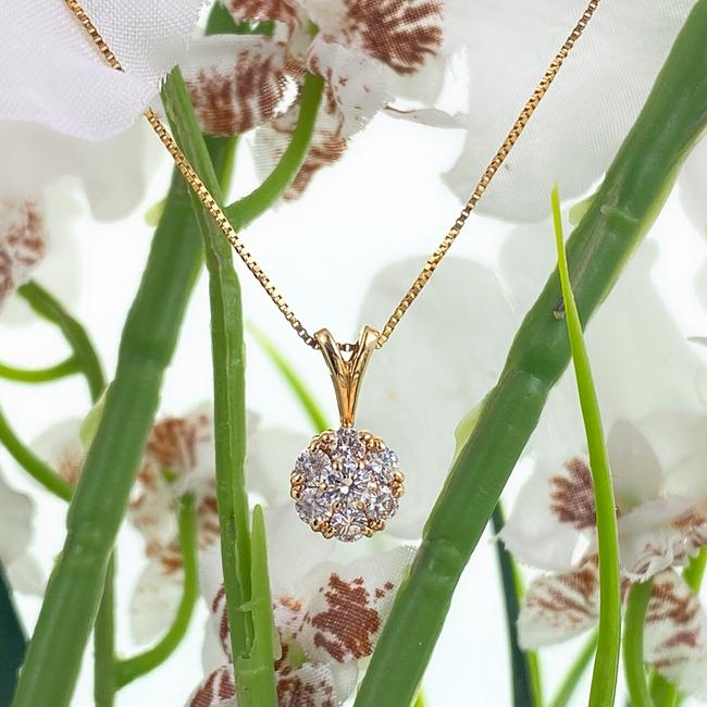 Item - Yellow Gold Round Brilliant Cluster Flower Pendant 14kt Necklace
