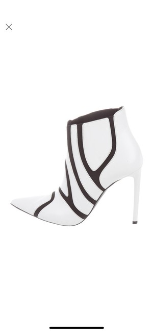Item - White with Black Boots/Booties Size US 7.5 Regular (M, B)