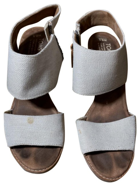 Item - Brown and Gray Sandals Size US 8.5 Regular (M, B)