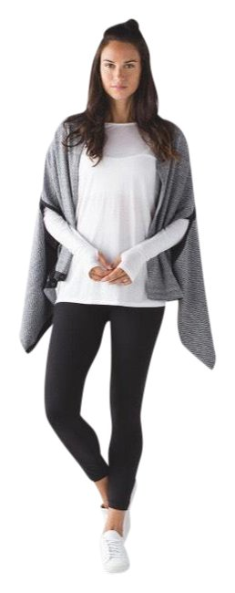 Item - Heather Black Vinyasa Wrap Hazy / Poncho/Cape Size OS (one size)