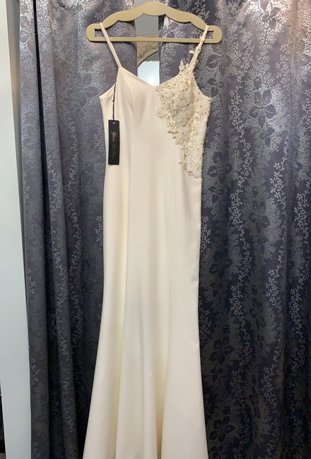 Item - Cream 3571 Formal Bridesmaid/Mob Dress Size 2 (XS)
