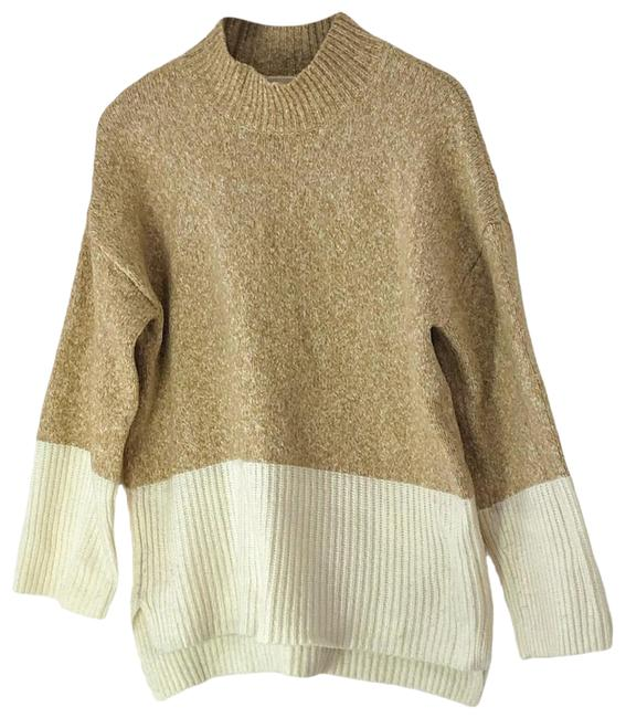 Item - Beige and White Sweater