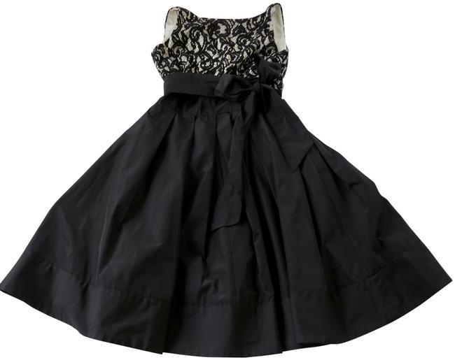 Item - Black/ White Taffeta & Lace with Front Pockets. Mid-length Cocktail Dress Size 6 (S)