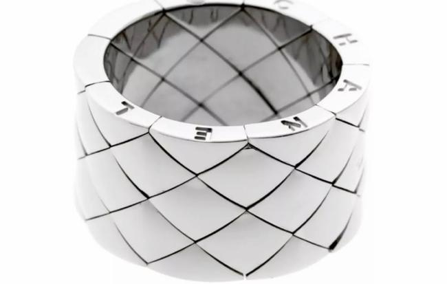 Item - White Gold Matelasse Quilted Ring Women's Wedding Band