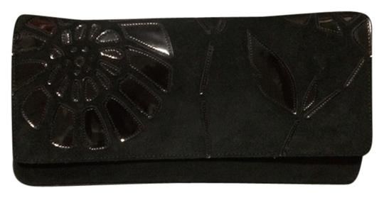 Preload https://item5.tradesy.com/images/bcbgmaxazria-envelope-with-abstract-flower-detail-black-suede-and-patent-leather-clutch-2867284-0-0.jpg?width=440&height=440