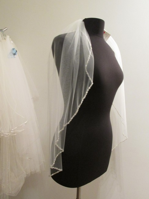 Item - Ivory Medium Single Tier with Beaded Edge Bridal Veil
