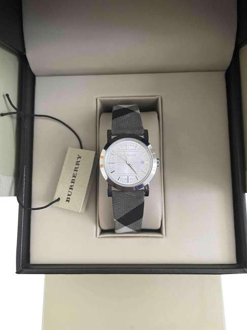 Item - Check Silver Stainless Steel Nova Dial Ladies Case Dia 28mm Watch