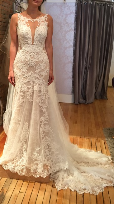 Item - Ivory/White Lace and Tulle Style # D2548 Layered with Plunging V-neckline Feminine Wedding Dress Size 4 (S)