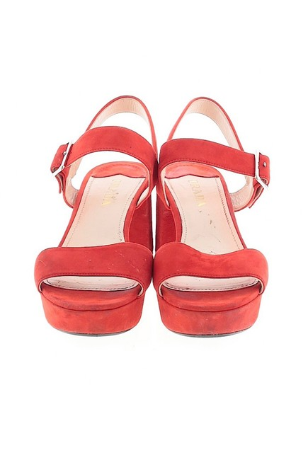 Item - Red Platform Sandals Size US 9 Regular (M, B)