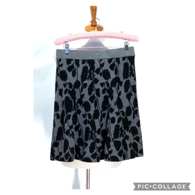 Item - Gray and Black Floral Print Sweater Skirt Size Petite 8 (M)