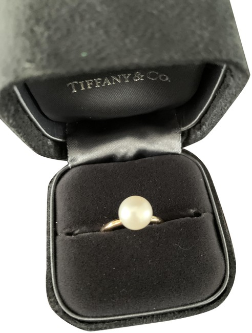 Item - Pearl and Gold Ring