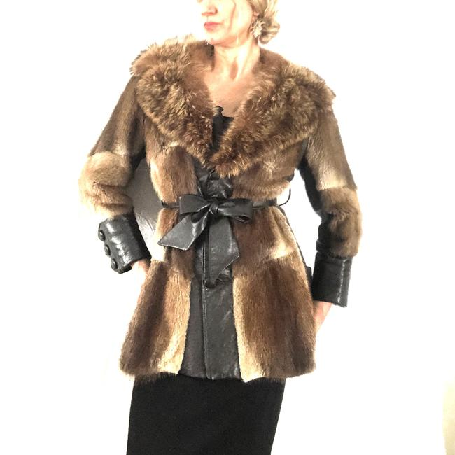 Item - Brown/Tan- Muskrat/Raccoon Furs By Richard Coat Size 8 (M)