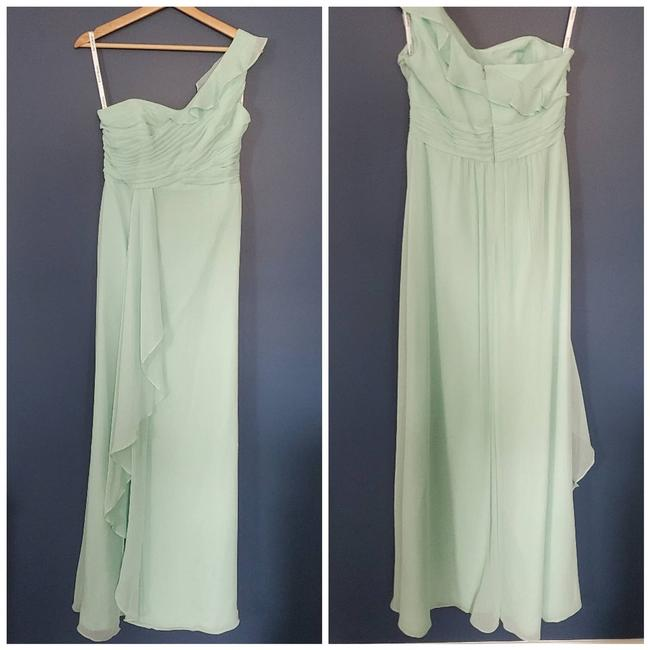 Item - Green One Shoulder Formal Bridesmaid/Mob Dress Size 6 (S)