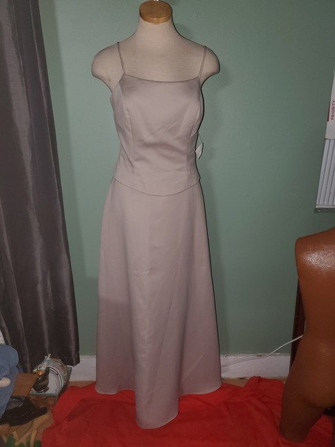 Item - Beige Polyester 10504 Formal Bridesmaid/Mob Dress Size 10 (M)
