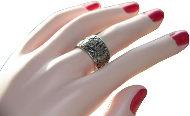 Item - Sterling Silver Flower Garden Embossed Cigar Band Ring