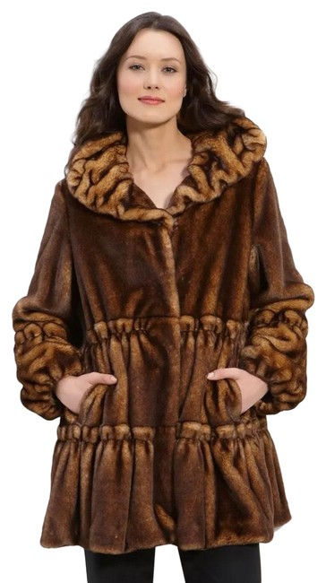 Item - Brown Faux Mink Hooded Coat Size 8 (M)
