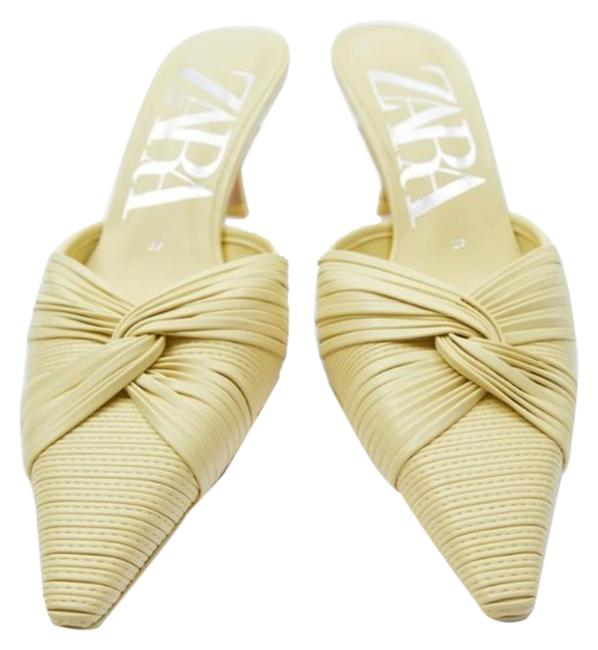 Item - Yellow Knotted Heeled Pointed Toe Mules/Slides Size US 8 Regular (M, B)