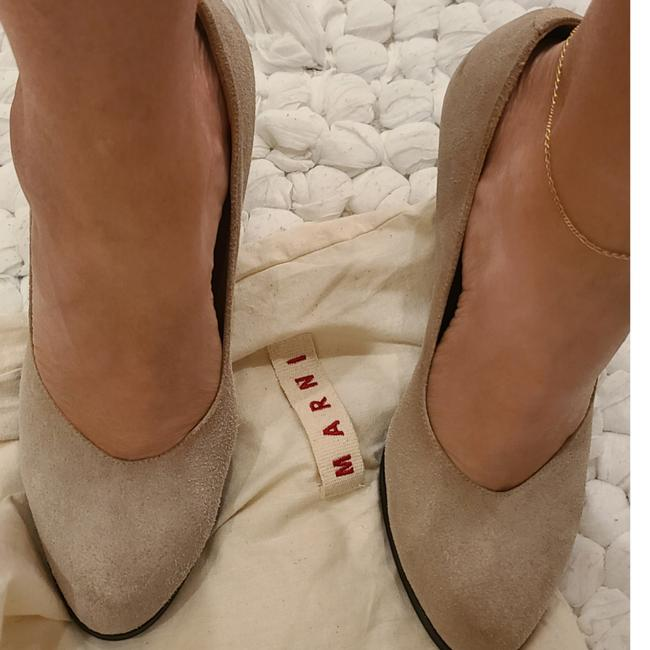 Item - Beige with Olive Green Heel Pumps Size EU 40 (Approx. US 10) Regular (M, B)