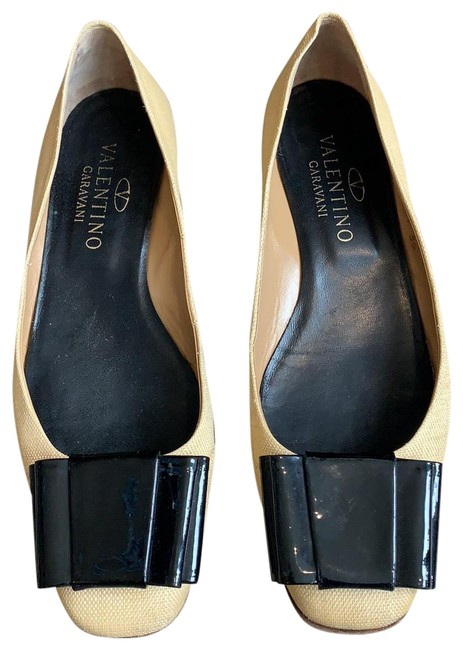 Item - Tan/Black Garavani Flats Size EU 39 (Approx. US 9) Regular (M, B)
