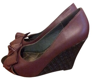 Pink Brand Adorable Summer Purple and Black Wedges