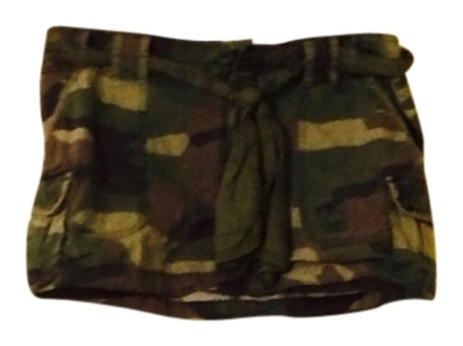 Preload https://img-static.tradesy.com/item/2872579/abercrombie-and-fitch-camo-green-size-6-s-28-0-0-650-650.jpg