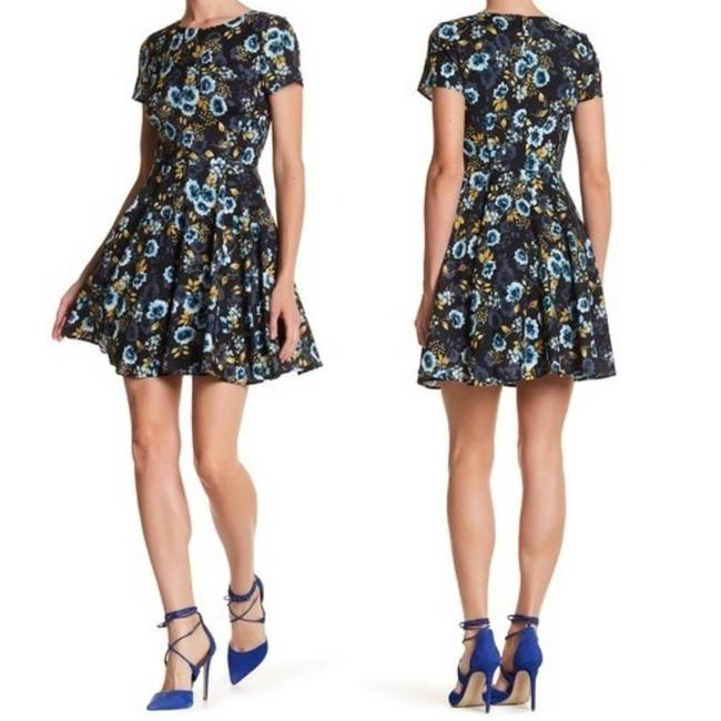 Item - Blue Sleeve Floral Fit & Short Casual Dress Size 4 (S)