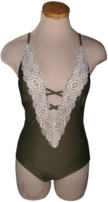 Item - Green/Cream Small One-piece Bathing Suit Size 6 (S)