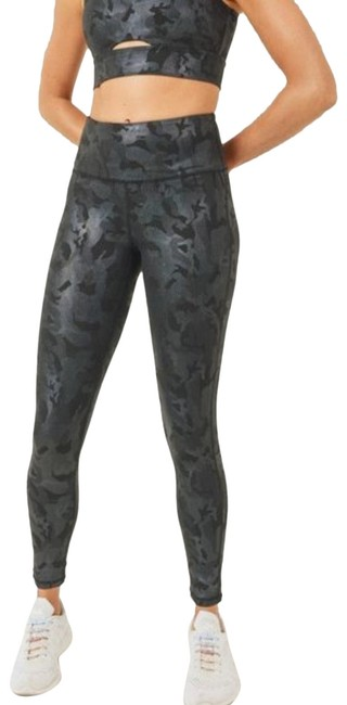 Item - Black Small Camo Yoga Aph3037 Activewear Bottoms Size 4 (S, 27)