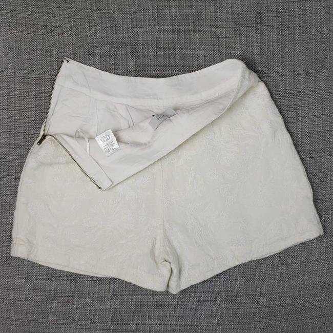 Joie Cream Lisley Embroidered Linen Shorts Size 2 (XS, 26) Joie Cream Lisley Embroidered Linen Shorts Size 2 (XS, 26) Image 3