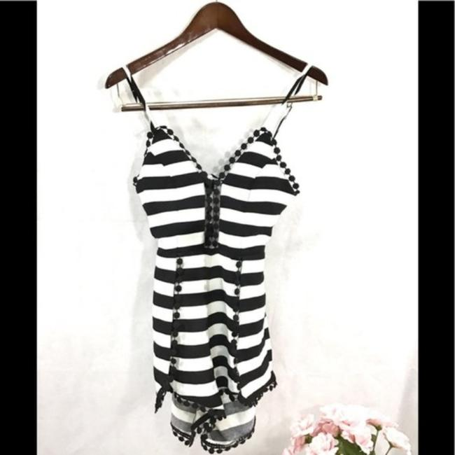 Item - Black and White Romper Shorts Suit Size 4 (S)