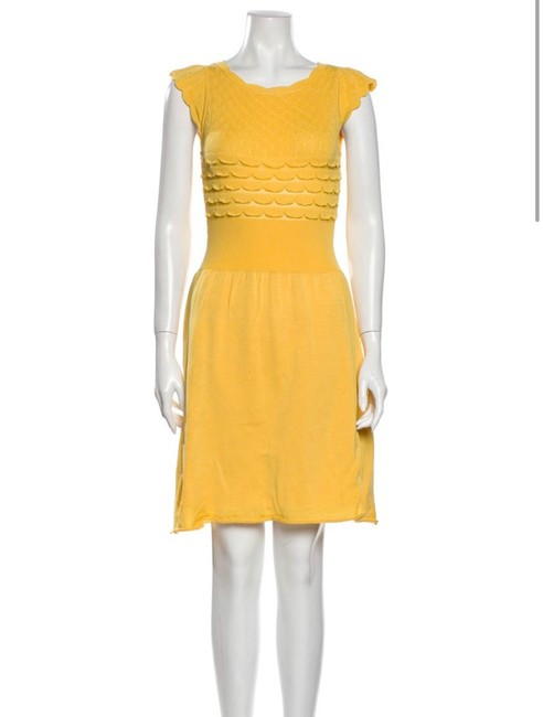Item - Yellow Jersey W Knit Sheath W/Cutout Accent Mid-length Work/Office Dress Size 8 (M)