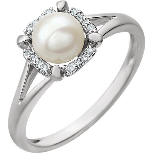 Item - Freshwater Cultured Pearl and Diamond Ring