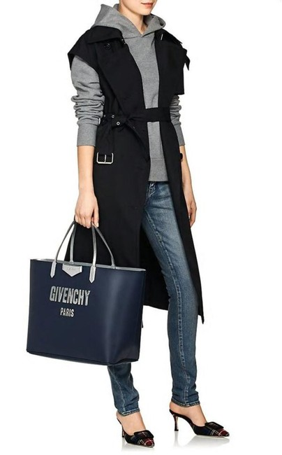 Item - Antigona Bubble Logo Shopper Navy/Silver Leather with Zip Pouch Tote