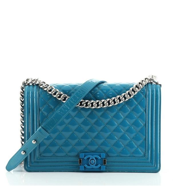 Item - Classic Flap Boy Quilted Plexiglass New Medium Blue Patent Leather Cross Body Bag