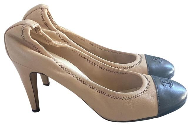 Item - Beige and Black G30775 Pumps Size EU 40 (Approx. US 10) Regular (M, B)