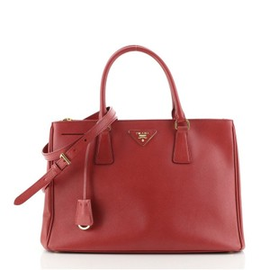 Item - Double Lux Zip Saffiano Medium Red Leather Tote