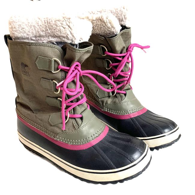 Item - Green Winter Carnival Caribou Duck Olive Pink Laces Boots/Booties Size US 10 Regular (M, B)