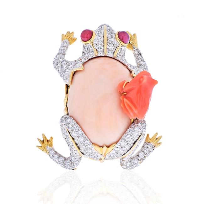 Item - Platinum & 18k Yellow Gold Frog with A Baby Frog In Diamonds and Coral Brooch