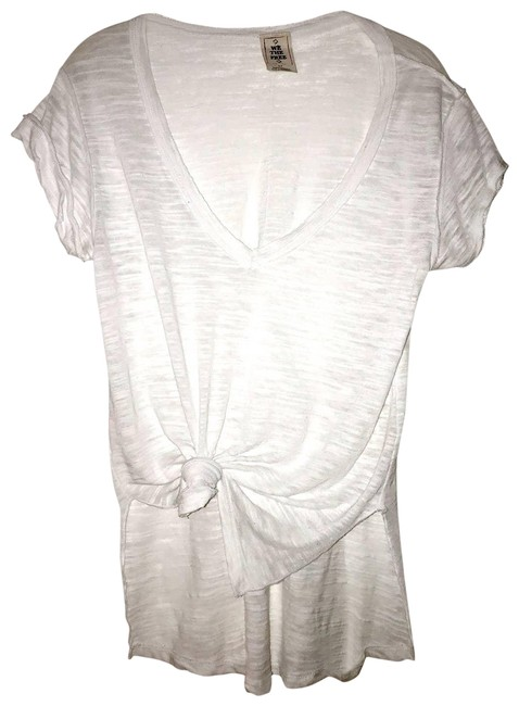 Item - White Front Tee Shirt Size 4 (S)