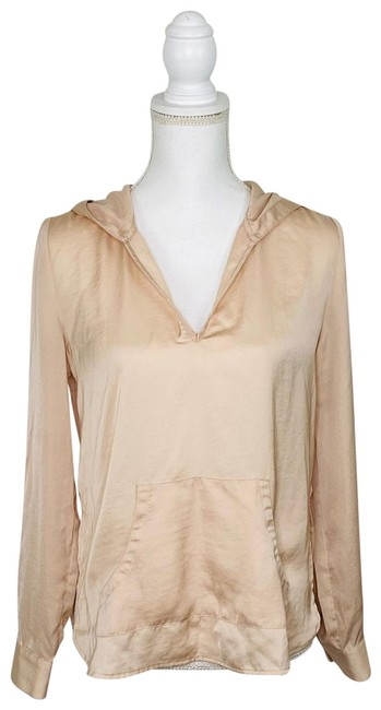 Item - Beige Pullover B-neck Activewear Outerwear Size 6 (S)