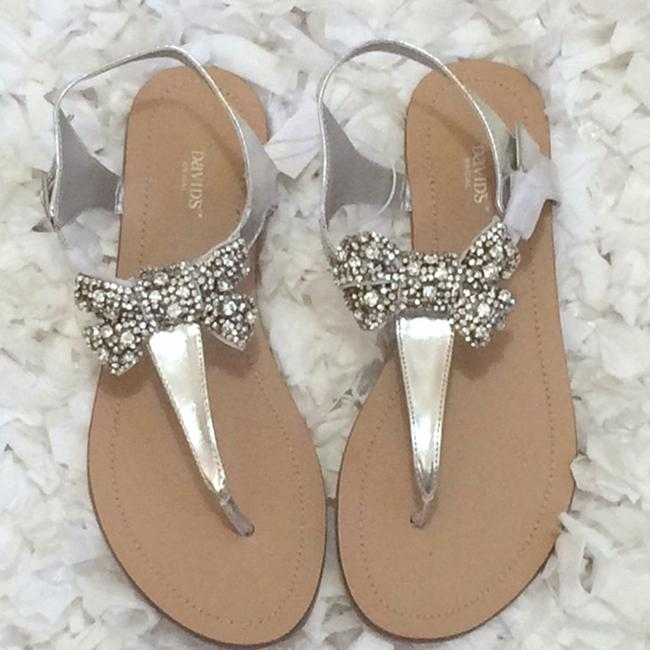 David's Bridal Silver Jeweled Bow Sandals Size US 7 Regular (M, B) David's Bridal Silver Jeweled Bow Sandals Size US 7 Regular (M, B) Image 1