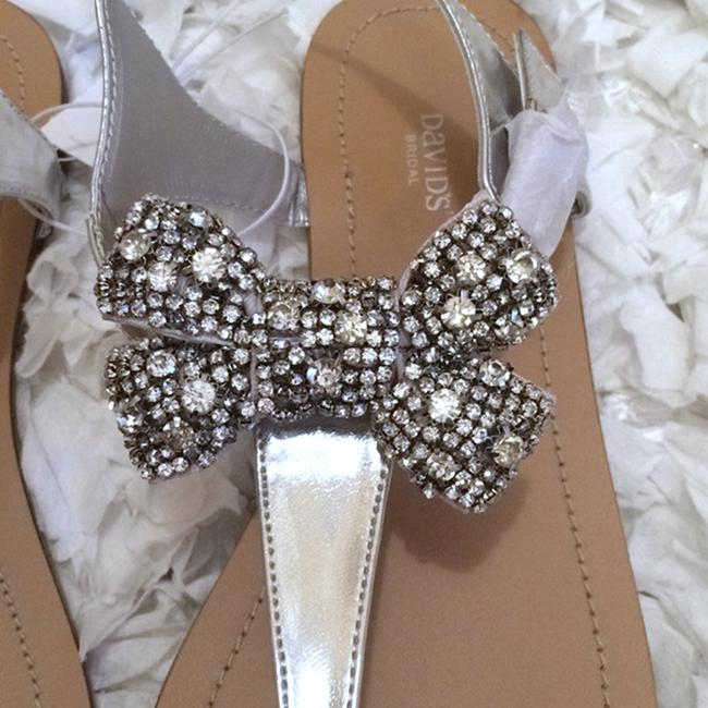 David's Bridal Silver Jeweled Bow Sandals Size US 7 Regular (M, B) David's Bridal Silver Jeweled Bow Sandals Size US 7 Regular (M, B) Image 2